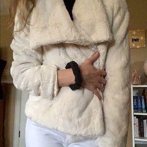 Faux fur coat 🥥🥛
